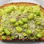 Рецепт Бутерброды с пюре из авокадо, соевыми бобами и капустой