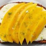 Рецепт Сладко-кисло-соленые бутерброды с манго и моцареллой
