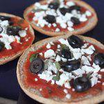 Рецепт Быстрая пицца с оливками и сыром Фета