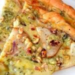 Рецепт Экзотическая пицца с грушами и сыром Горгонзола