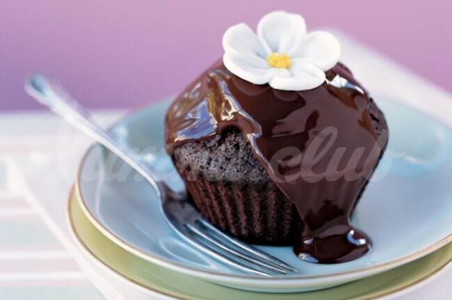 На фото Капкейк с двойным шоколадом