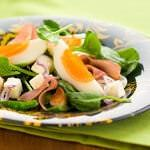Рецепт Летний салат из яиц, бекона и шпината