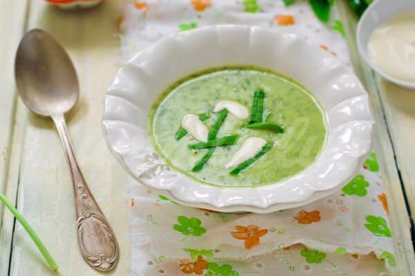 На фото Картофельный суп с черемшой