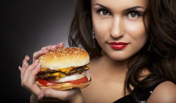 На фото Как гены помогают есть и не поправляться