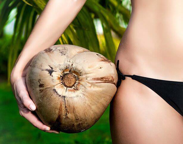 На фото Можно ли похудеть на кокосовой воде