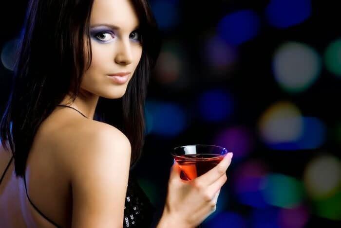 На фото В каком алкоголе меньше всего калорий?