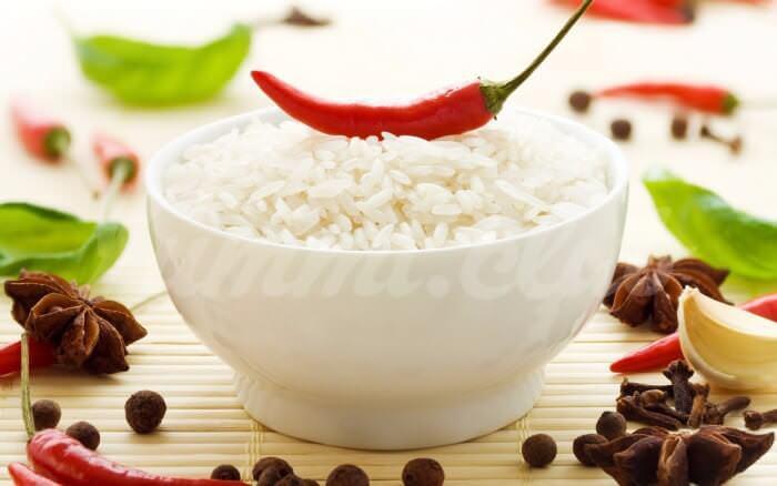 На фото Рассыпчатый рис в микроволновке
