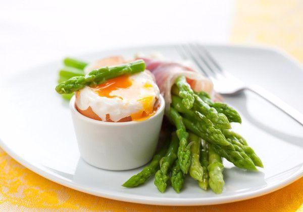 На фото Яйца всмятку