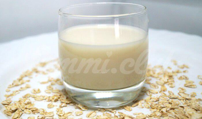 На фото Овсяное молоко