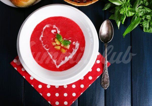 На фото Свекольный суп для похудения