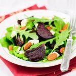 Рецепт Летний салат из свеклы и рукколы