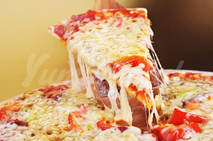 На фото Способ употребления пиццы может рассказать о характере человека