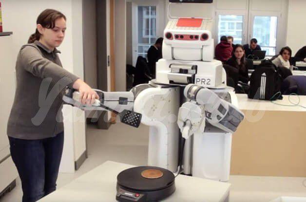 На фото Разработан робот, обучаемый кулинарии