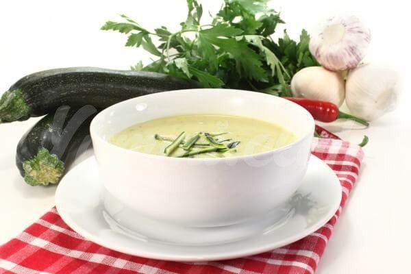 На фото Сливочный суп из кабачков