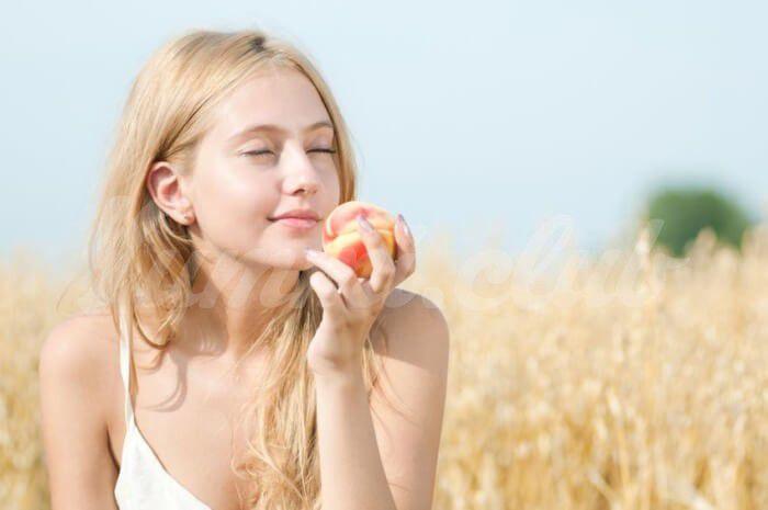 На фото 5 замечательных свойств персика