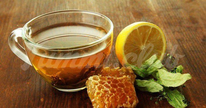 На фото Пейте воду с медом каждый день это чрезвычайно полезно