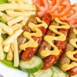 Рецепт Жареные сосиски с картофелем фри и овощами