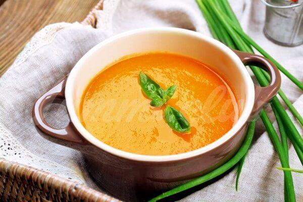 На фото Осенний суп из моркови