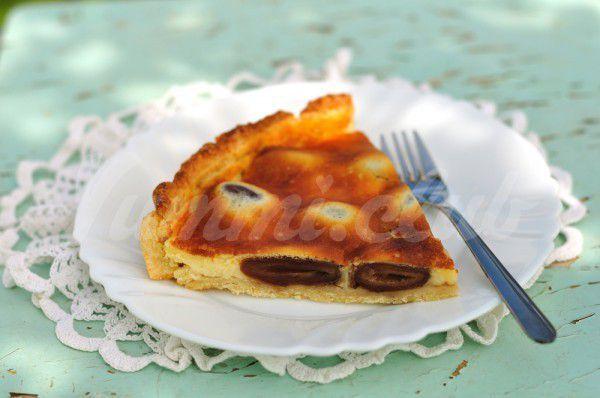 На фото Тыквенный пирог с черносливом