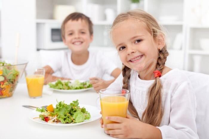 На фото Как питание ребенка сказывается на его школьных отметках?
