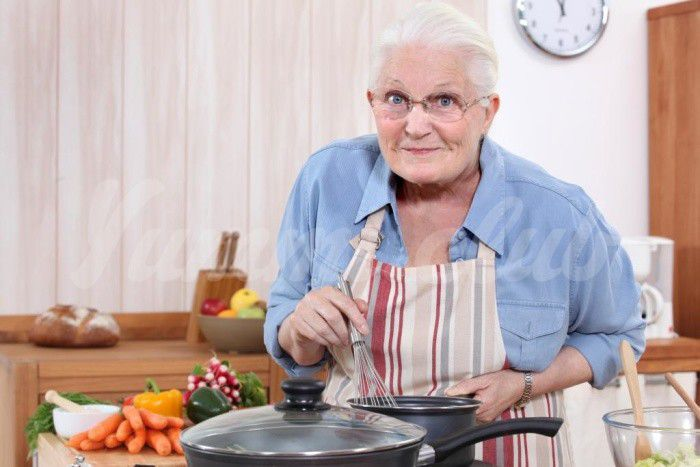 На фото Во Франции открылась служба заказа бабушек, которые вкусно готовят