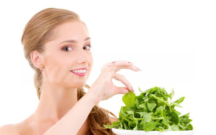 На фото Специалисты назвали продукты, позволяющие улучшить контуры лица