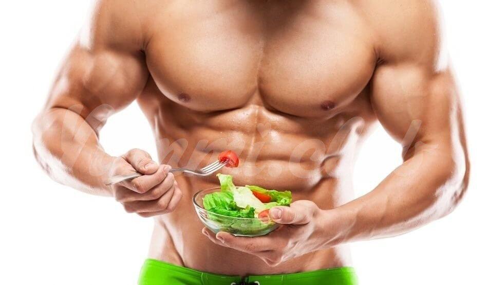 На фото Еда — путь к здоровым тренировкам!