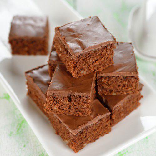 На фото Шоколадные пирожные на какао