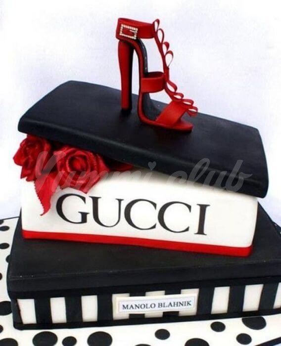 На фото Произведение искусства в тортах