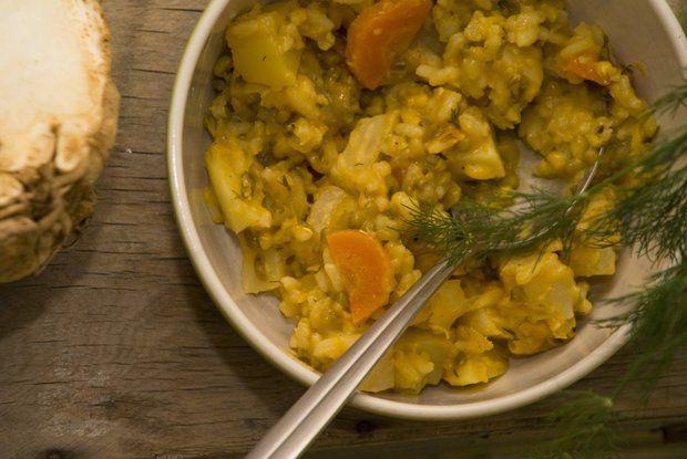 На фото Кичри (горох, рис, овощи)