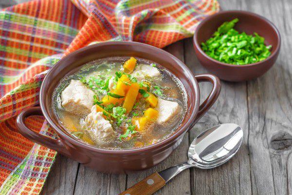 На фото Деревенский суп с говядиной и овощами