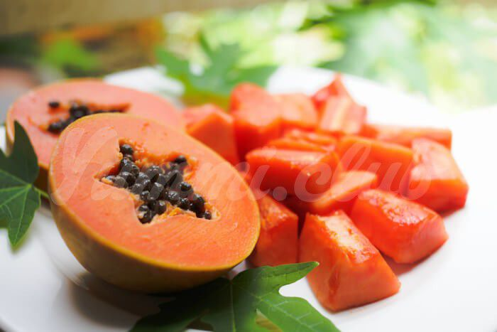 На фото Полезные свойства папайи