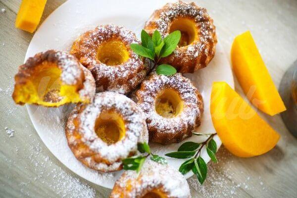 На фото Тыквенные кексы с апельсином и лимоном