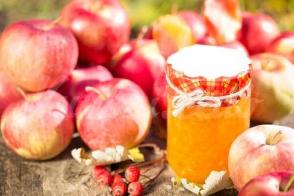 На фото Яблочное варенье без сахара