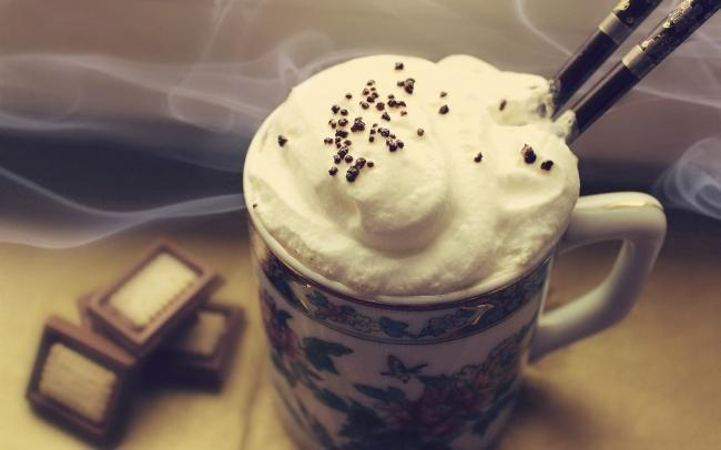 На фото Кофе по-швейцарски со льдом