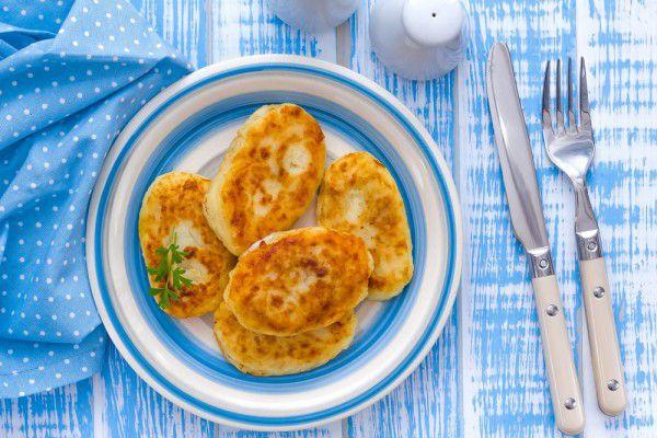На фото Картофельные зразы с мясом и рисом