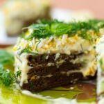 Рецепт Печеночный торт с творогом и чесноком