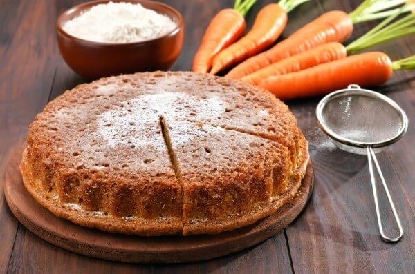 На фото Пряный морковный пирог