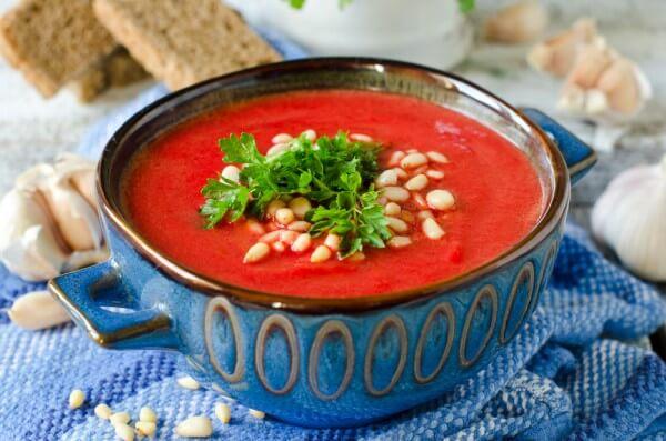 На фото Свекольный суп-пюре