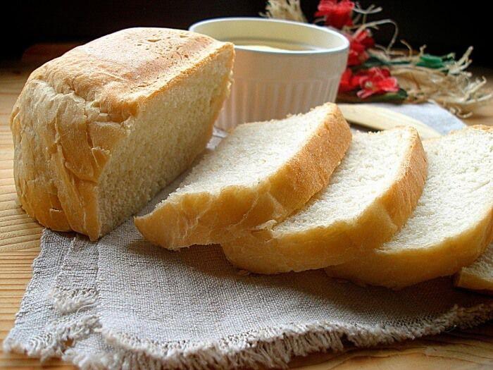 На фото Пшеничный хлеб в хлебопечке
