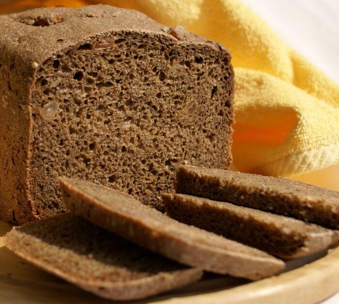 На фото Ржаной хлеб в хлебопечке