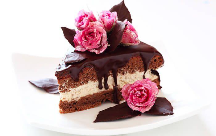 На фото Ученые рассказали, как правильно есть сладости на диете