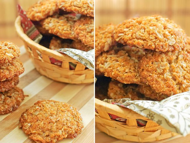 На фото Овсяное печенье с кокосом