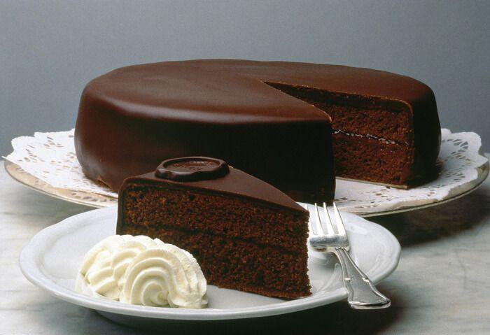 На фото Венский шоколадный торт
