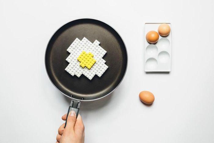 На фото Продукты из Lego