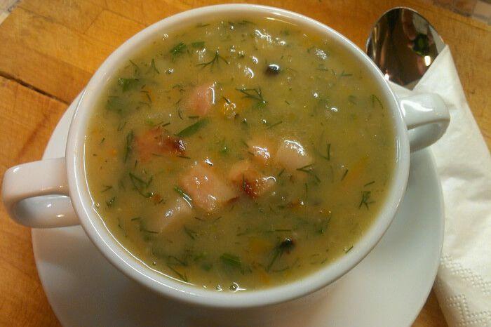 На фото Гороховый суп вегетарианский