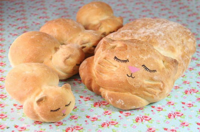 18571160-R3L8T8D-650-cat-loaf-bread-lou-lou-p-delights-1