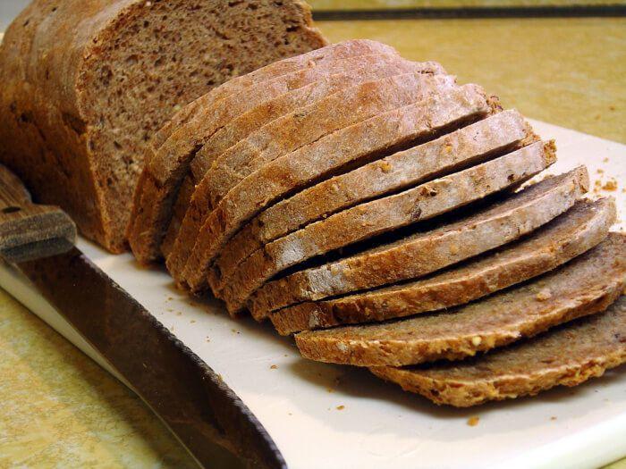 На фото Бездрожжевой хлеб из ржаной муки