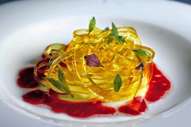 На фото Апельсиновые спагетти (Молекулярная кухня)