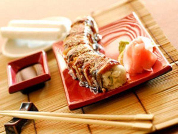 На фото Маки суши «Канадиан Макс»